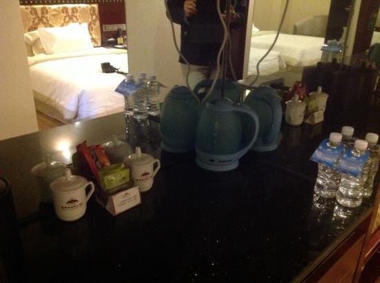 Shilin Yinruilin International Hotel: 酒水茶台