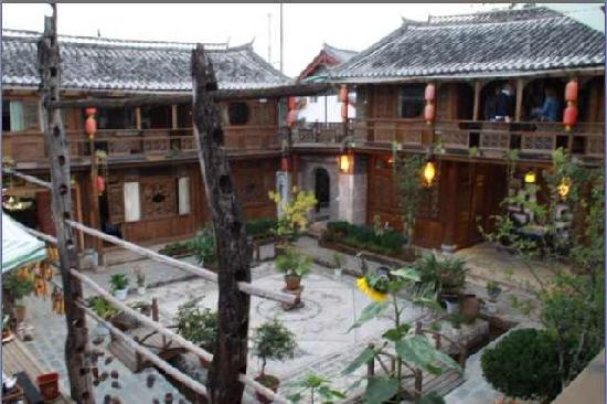 Baisha Holiday Resort Lijiang: Yard