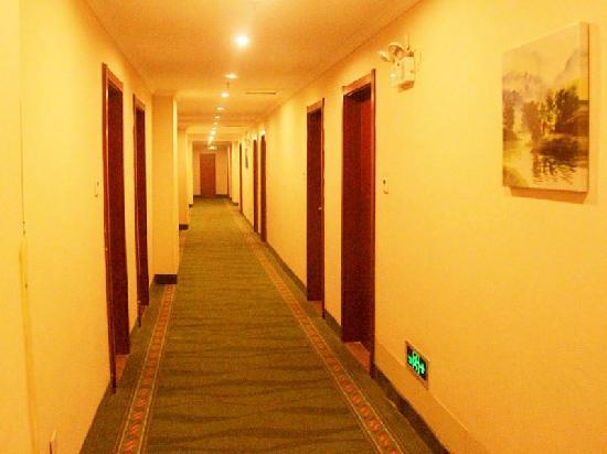 GreenTree Inn Yuncheng Yanhu Express Hotel: 走廊
