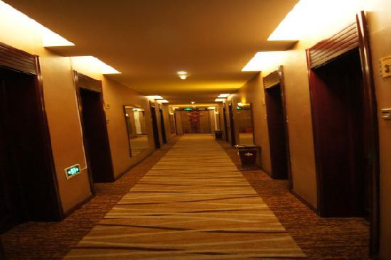 Yakeshi, China: 走廊