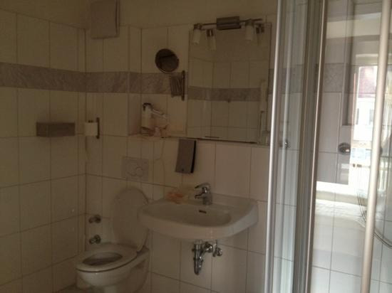 Hotel Via Roma: 酒店卫生间