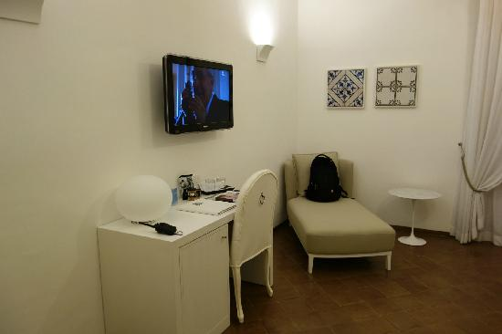 NH Collection Grand Hotel Convento di Amalfi: 10,客房的工作区