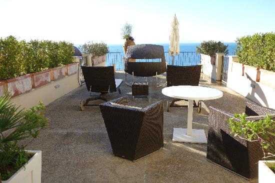 NH Collection Grand Hotel Convento di Amalfi: 1,出了房间就是一个很大的观景平台。