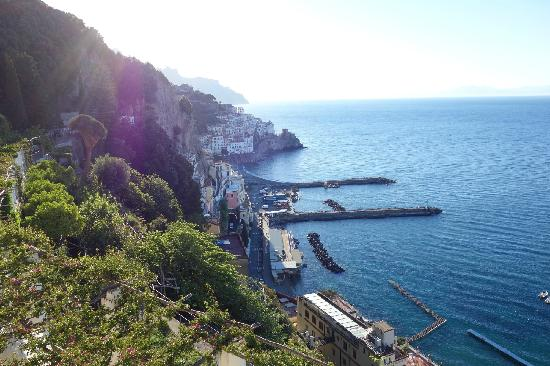 NH Collection Grand Hotel Convento di Amalfi: 9,从左边看去的景色