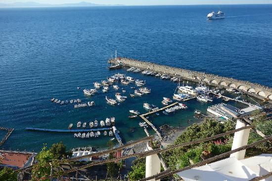 NH Collection Grand Hotel Convento di Amalfi: 12,从右边看去的景色