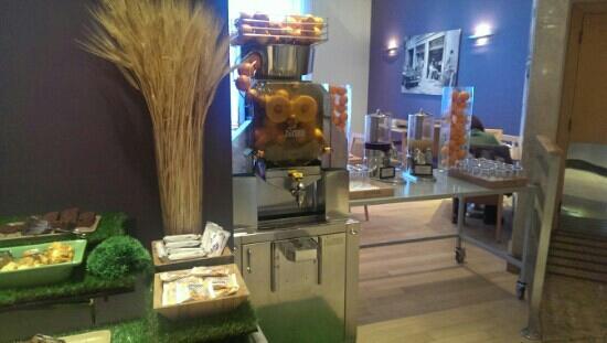 Hilton Milan : 外星人榨汁机