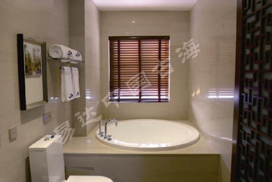 Guhai Shanjing Taoyuan Qingquan Bieyuan Hotel: 山景浴室