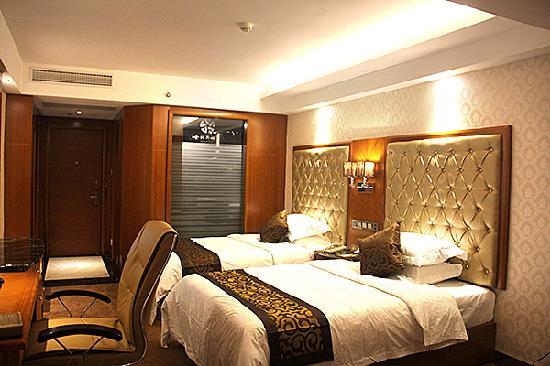 Jinnasi Hotel: 高双