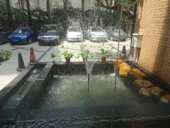 Yi Li Hotel: 停车场