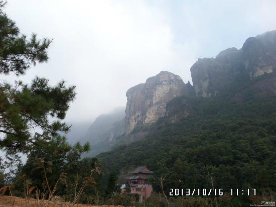 Pinghe County, China: 腾云驾雾上云霄,灵通峰顶问风流。.