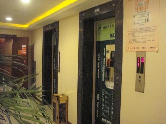 GreenTree Inn Tongxiang Puyuan Express Hotel : 电梯间
