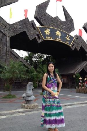 Areca Valley Tourist Resort of Hainan Ganza Ridge Primitive Culture: 槟榔谷
