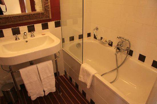 Hotel Kipling - Manotel Geneva: 洗手间