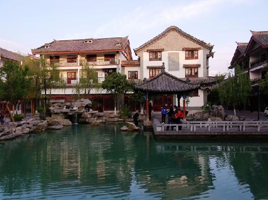Yiren Ancient Town: 古镇一景