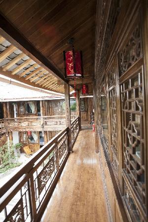 Three Wells Inn: The upstairs corridor