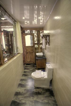 Three Wells Inn: Bathroom