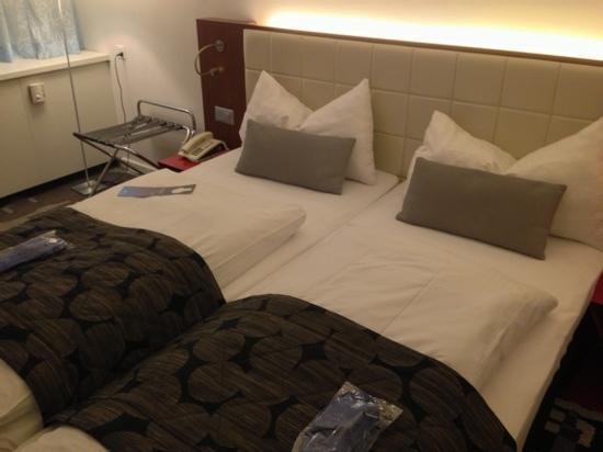Radisson Blu Hotel, Basel : room