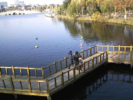 Chuxiu Garden: 湖