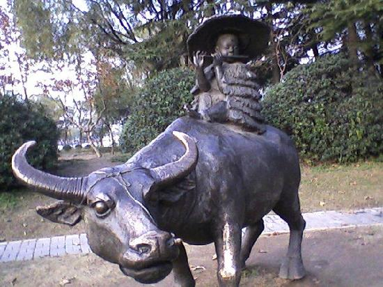 Huai'an, China: 铜牛像