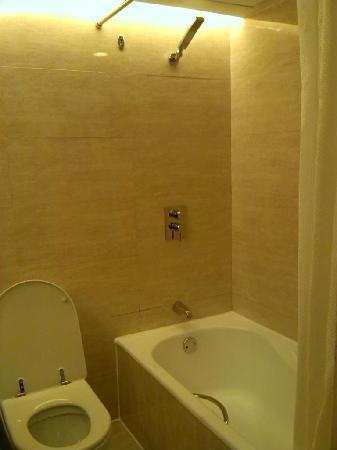 Minshan Hotel: bathroom