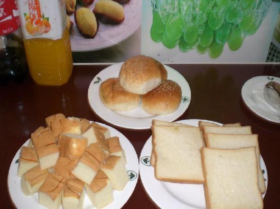 Linge Business Hotel: 早餐