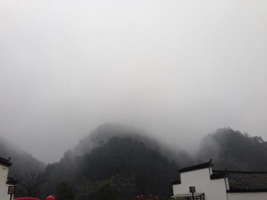 Xidi Ancient Village: 雨中西递