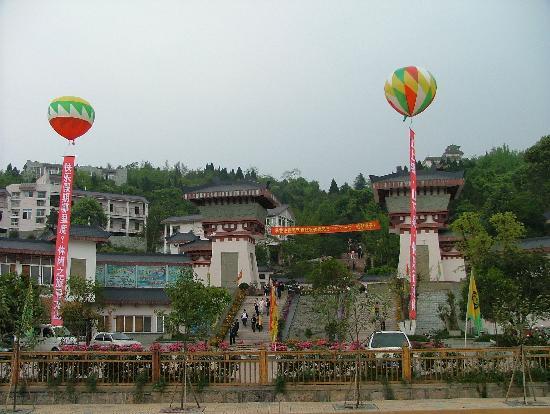 Xunlong Mountain Visitor Center