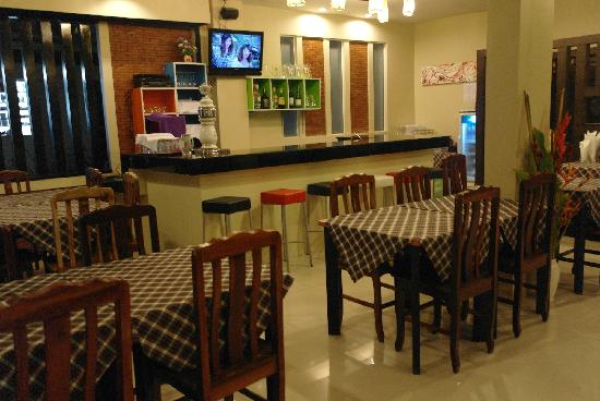 Green Harbor Patong Hotel: 餐厅