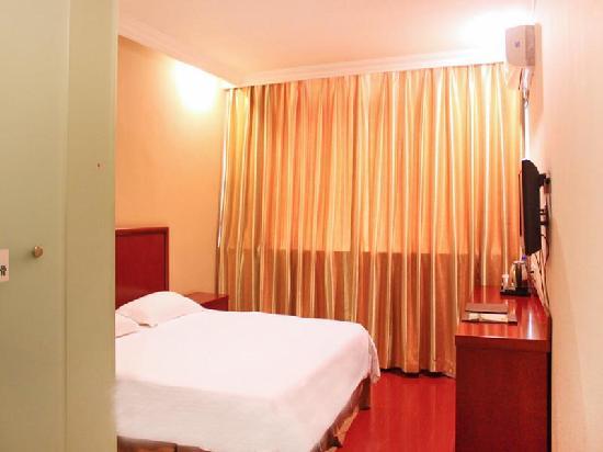 GreenTree Inn Shijiazhuang North Railway Station Express Hotel: 客房