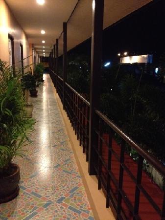 Phuket Airport Inn Hotel: 二楼走廊