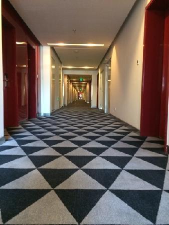 Tangram Hotel Xinyuanli Beijing: corridor