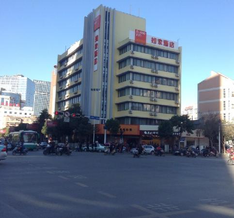 Home Inn (Kunming Baita Road) : 酒店外观