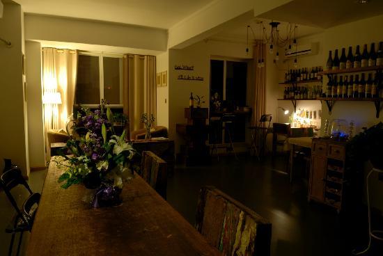 We Weikongjian Hostel: 老板是个葡萄酒爱好者,这个空间很有味道。
