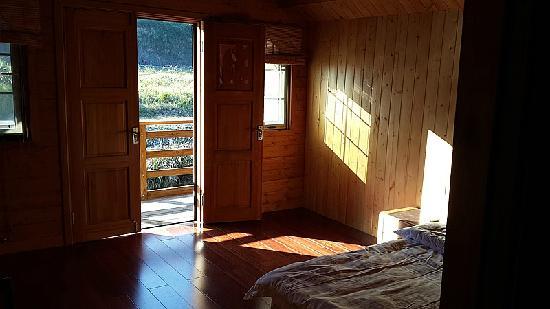 Shanhe Xiuxian Resort Mountain Villa: 二楼外面带有小阳台
