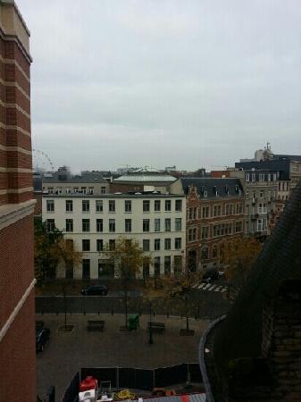 Novotel Brussels Centre: 窗外看去景色