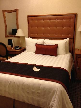 Hotel Metro : 一张双人床mini