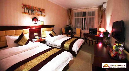 Ruijia 100 Business Hotel: 标间