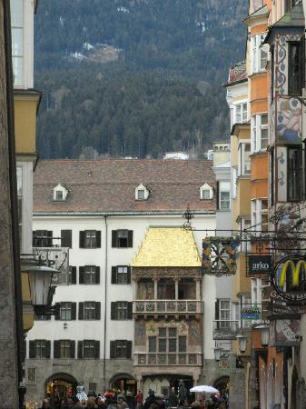The Golden Roof (Goldenes Dachl): 1