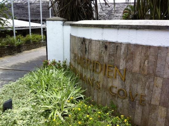 Le Meridien Fisherman's Cove: 大门