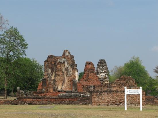 Belos jardins para contemplar. - Foto de Wat Phra Pai ...