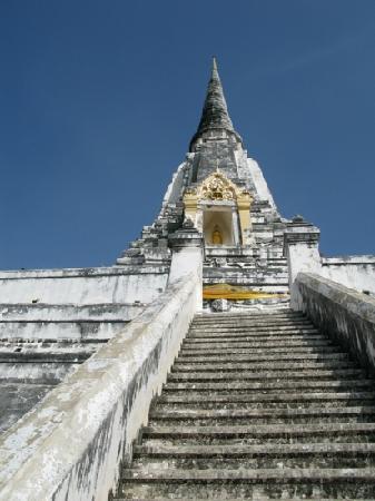 Wat Phu Khao Thong (Golden Mount): 巨大的白塔