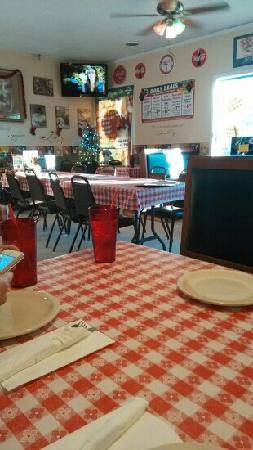 Mannie & Bo's Pizzeria : 餐厅环境