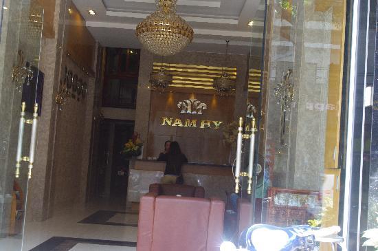 Nam Hy 2 Hotel: 服务台