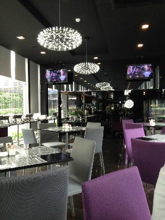 Arize Hotel Sukhumvit: 早餐区
