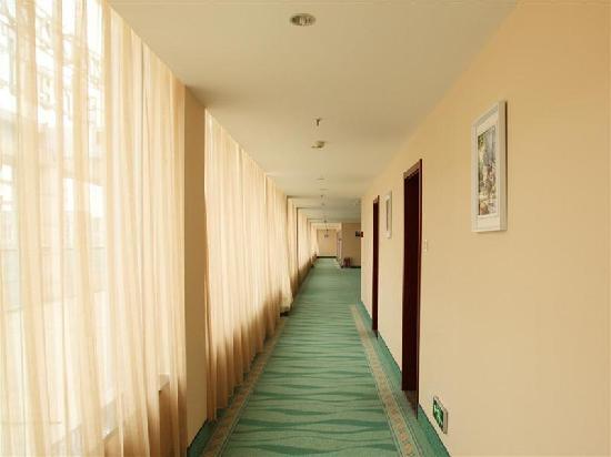 GreenTree Inn Qingdao Zhengyang Road Business Hotel: 走廊