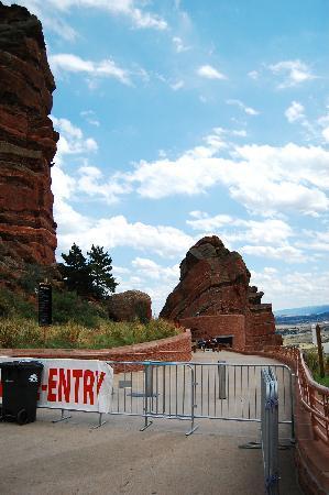 Red Rocks Park and Amphitheatre: Red Rocks剧场门口