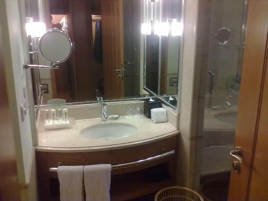 Qinhuangdao Sea View Hotel: 客房的卫生间干净整洁