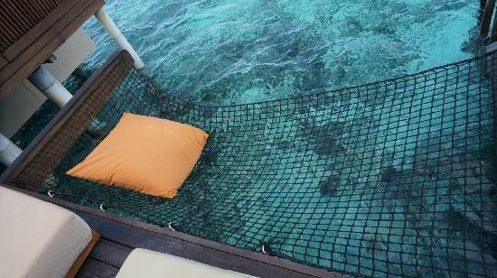 AYADA Maldives: 水屋海上吊床