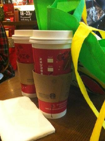 Starbucks (JinLi Lai Mansion)