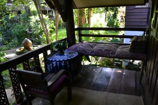 Baan Tawan Pai Boutique Guesthouse : 住的独栋露台
